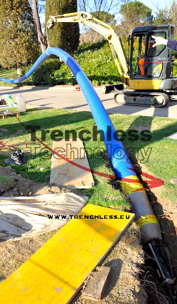 The insertion of the product pipe (DN250 HD PE100 RC) in the existing pipe (DN200 concrete).