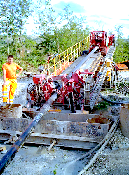 Enza River crossing, Italy - Pilot bore for the installation of a 4